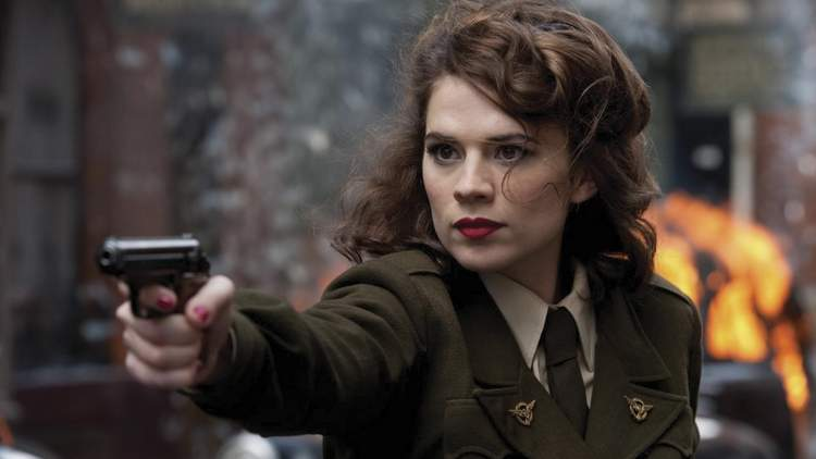 Hayley Atwell como Peggy Carter