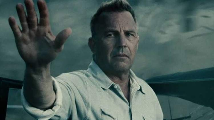 Kevin Costner como Jonathan Kent