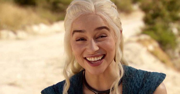 Emilia Clarke diz que foi pressionada para fazer cenas de