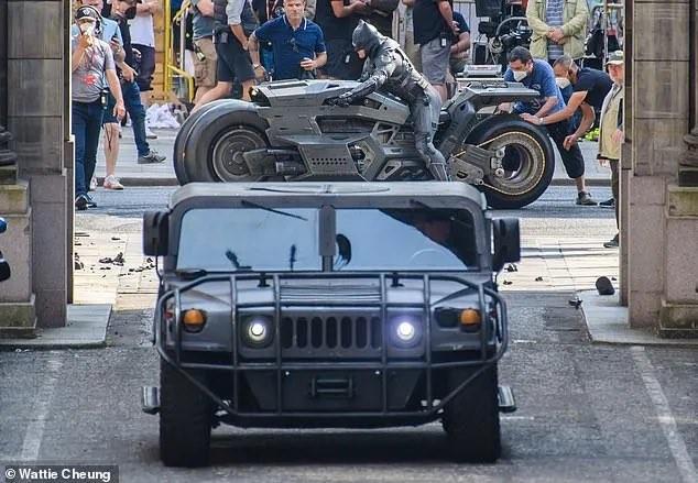 The Flash: Fotos dos bastidores mostram mais do Batman e ...