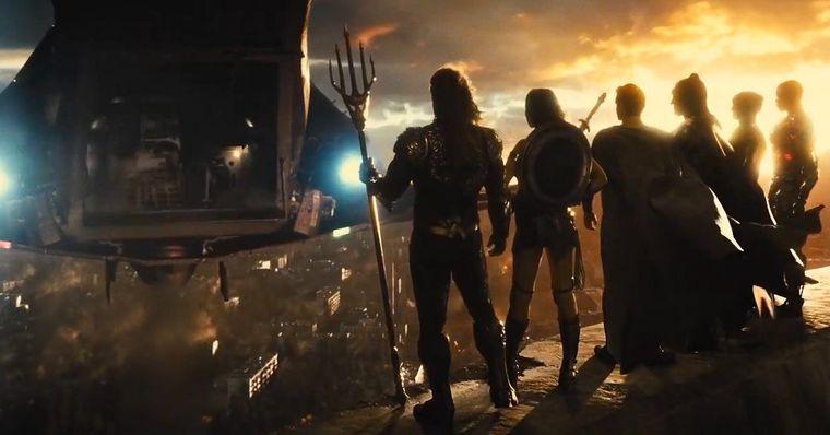"""Liga da Justiça: Zack Snyder diz que filme será lançado """"de uma vez"""""""